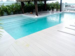 Deck sintético blanco, Vista Mar villa.